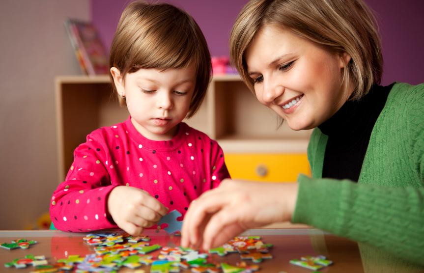 ما هي الألعاب المناسبة للطفل من سن أربعة أعوام إلي خمسة أعوام؟
